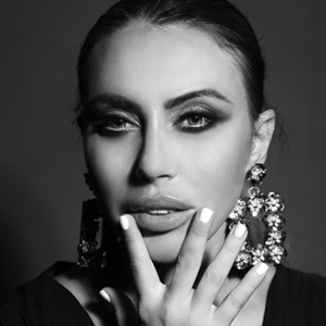 Drs. Natasha Smolska | Liquid Beauty